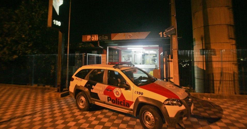 3.jul.2012 - Base comunitária da PM atacada a tiros por dois ocupantes de uma moto, no Jardim Tremembé, zona norte de São Paulo. Ninguém ficou ferido
