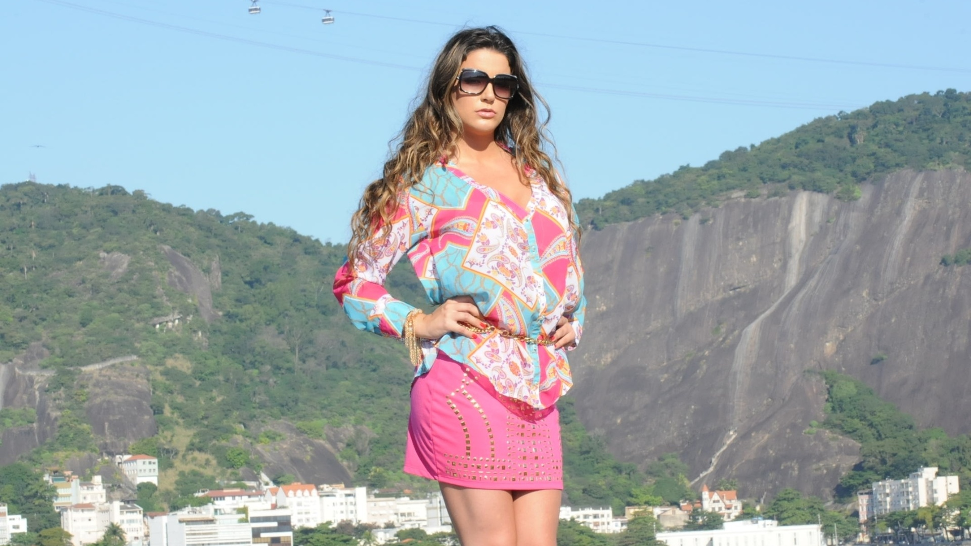 A ex-BBB Laisa Portela fez ensaio fotográfico no Rio (3/7/12). A modelo é a estrela da coleção verão 2012/2013 de uma grife feminina. Ela também se prepara para lançar uma linha de roupas com seu nome