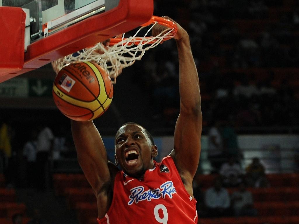 Alex Franklin enterra e ajuda Porto Rico a conquistar tranquila vitória sobre a Jordânia por 93 a 52