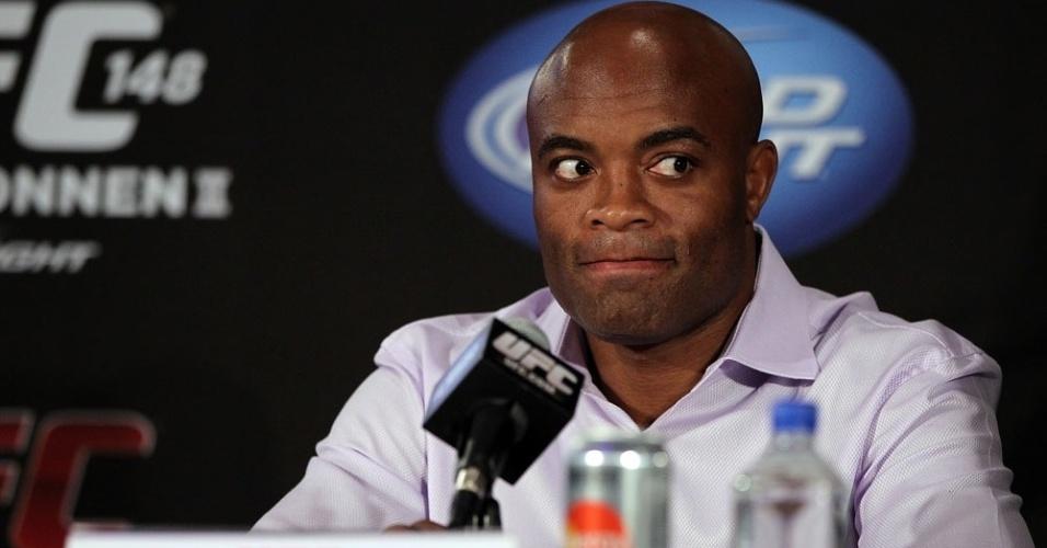 Anderson Silva faz careta durante a entrevista coletiva do UFC 148