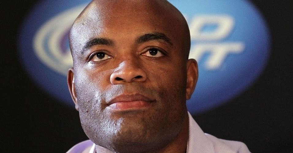 Anderson Silva foi mais sereno nas repostas, mas prometeu que Sonnen não passa do primeiro round