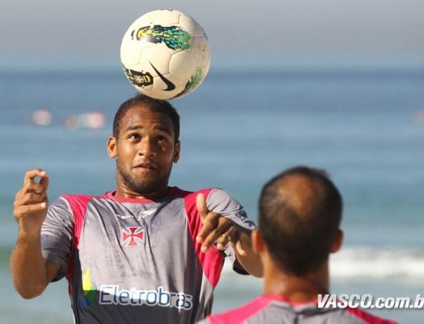 Fellipe Bastos e Felipe, jogadores do Vasco, treinam na praia da Barra da Tijuca (03/07/2012)