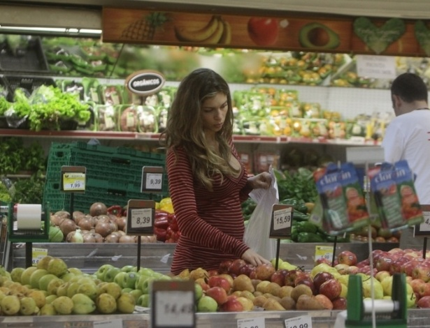 Grazi Massafera fez compras em um mercado da Barra da Tijuca, zona oeste do Rio (3/7/12)