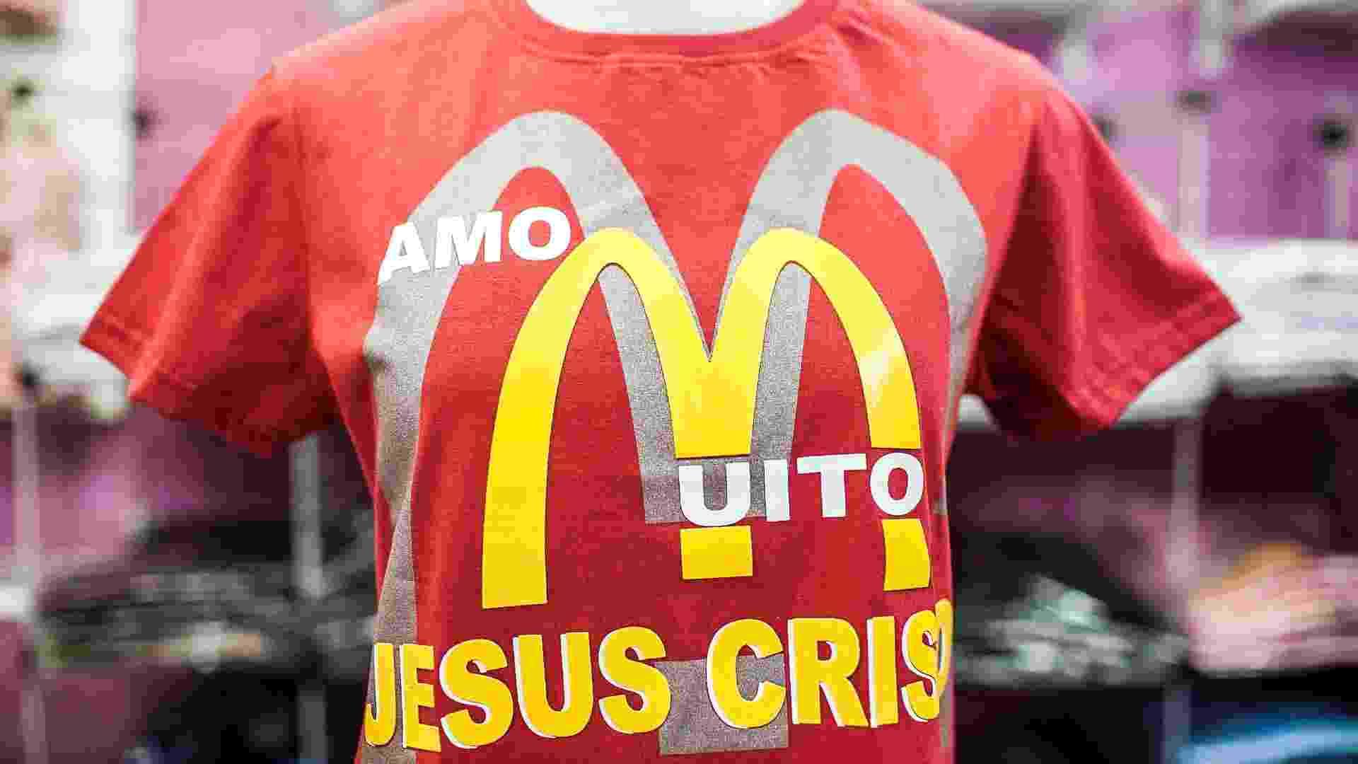 Logo da lanchonete McDonald's é usado para transmitir mensagem evangélica - Leonardo Soares/UOL