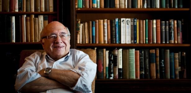 Luis Fernando Verissimo em sua casa no bairro de Petrópolis, em Porto Alegre (3/11/11) - Mateus Bruxel/Folhapress
