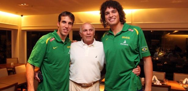 Amaury Pasos com Varejão e Marcelinho Machado - Gaspar Nobrega/inovafoto