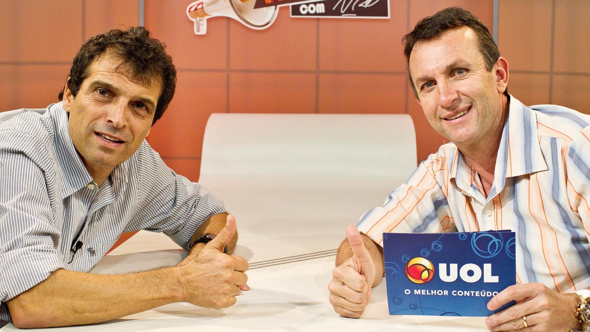Milton Cruz (e.) e Neto antes da gravação do Papo Reto programa apresentado por Neto no UOL