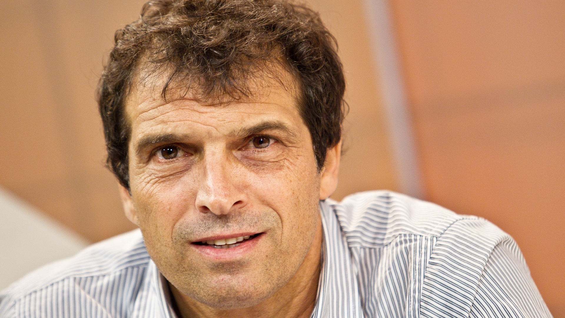 Milton Cruz, técnico do São Paulo, durante a gravação do Papo Reto, programa de Neto no UOL