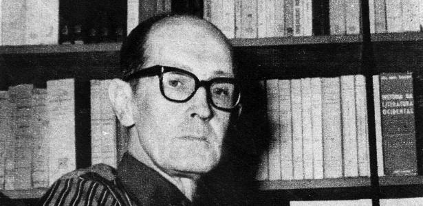O poeta Carlos Drummond de Andrade  - Divulgação