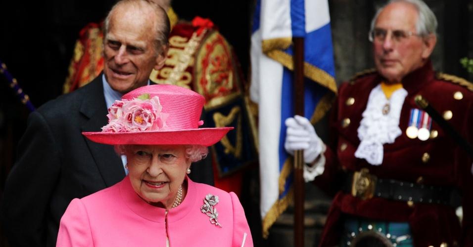 4.jul.2012 - Rainha Elizabeth 2ª, acompanhada do marido, o príncipe Phillip, após cerimônia da Ação de Graças para celebrar o Jubileu de Diamante da monarca na Catedral de Glasgow, na Escócia