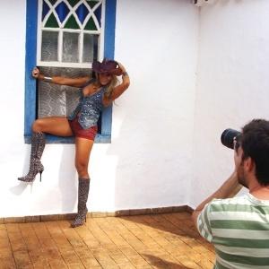 A ex-BBB Fabiana é a capa da edição de julho da revista