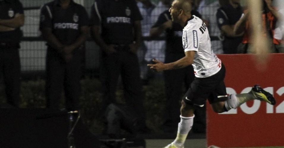 Emerson Sheik comemora após abrir o placar para o Corinthians na decisão da Libertadores contra o Boca Juniors
