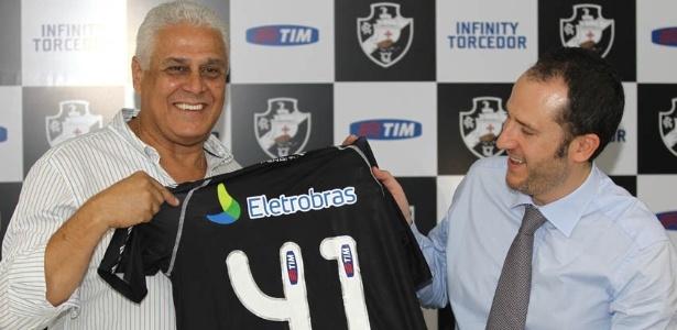 Roberto Dinamite apresenta camisa do Vasco com novo patrocinador (04/07/2012)