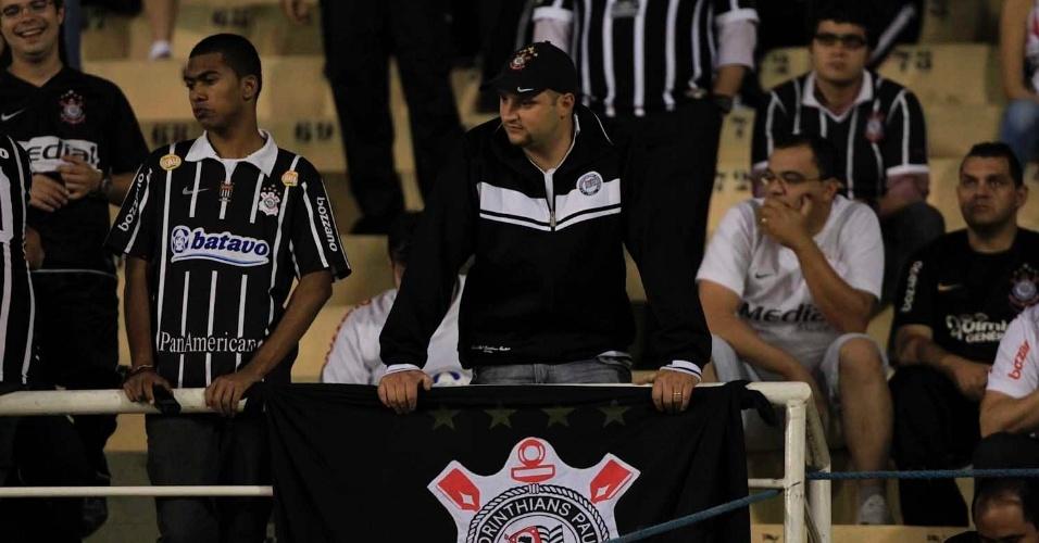 Torcedores do Corinthians já ocupam seus lugares no Pacaembu para a final da Libertadores contra o Boca Juniors