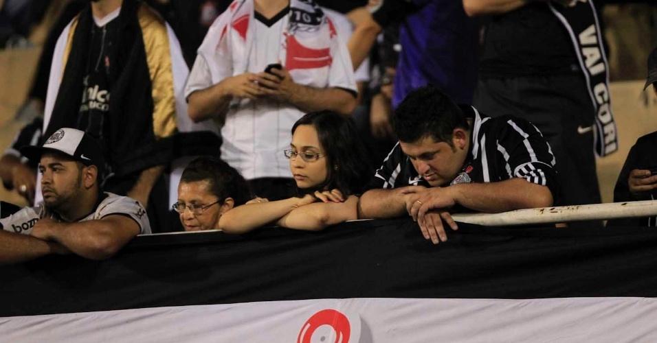Torcedores do Corinthians ocupam as dependências do estádio do Pacaembu para a final da Libertadores contra o Boca Juniors