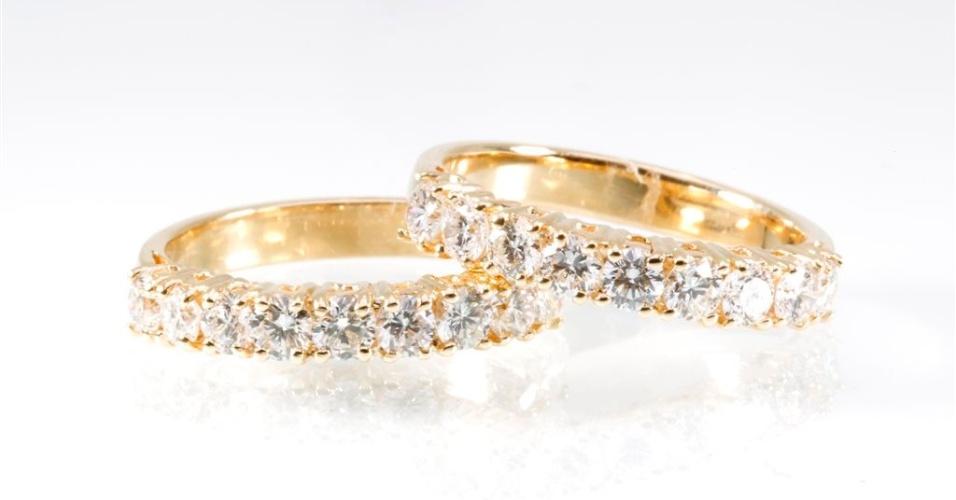 Aliança de diamantes em ouro amarelo da joalheria Elisabete Gaspar (www.elisabetegaspar.com.br)