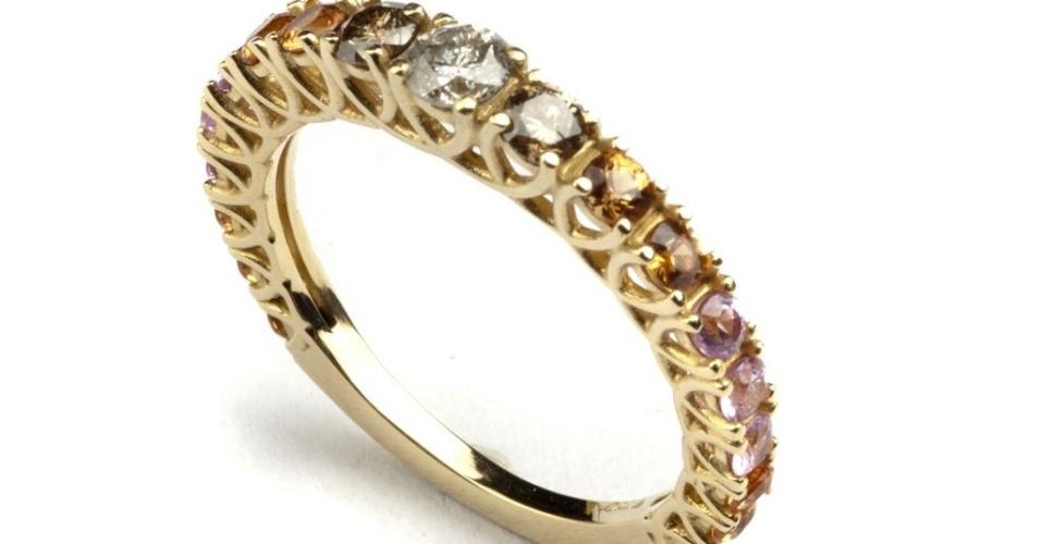 Aliança de safiras e diamantes da joalheria Elisabete Gaspar (www.elisabetegaspar.com.br)