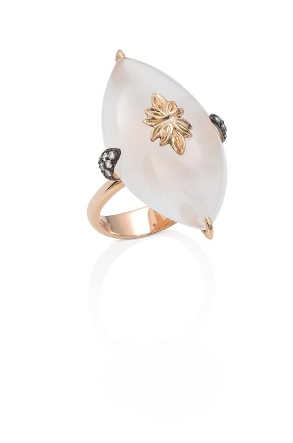 Aliança de noivado em ouro rosé e quartzo branco da Dryzun (www.dryzun.com.br)