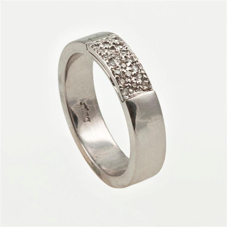 Aliança de noivado em ouro branco e diamantes da joalheria Lydia Dana (www.lydiadana.com.br)