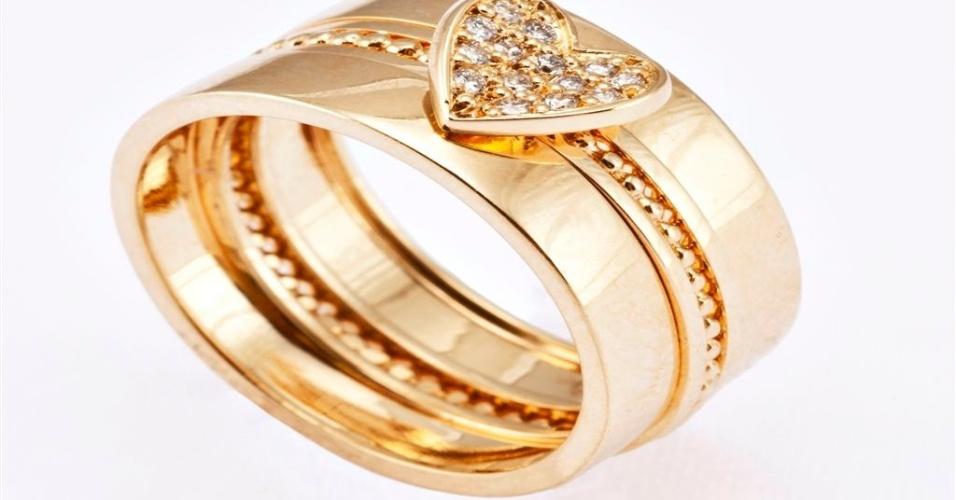 Aliança de noivado em ouro amarelo e coração de diamantes da joalheria Lydia Dana (www.lydiadana.com.br)