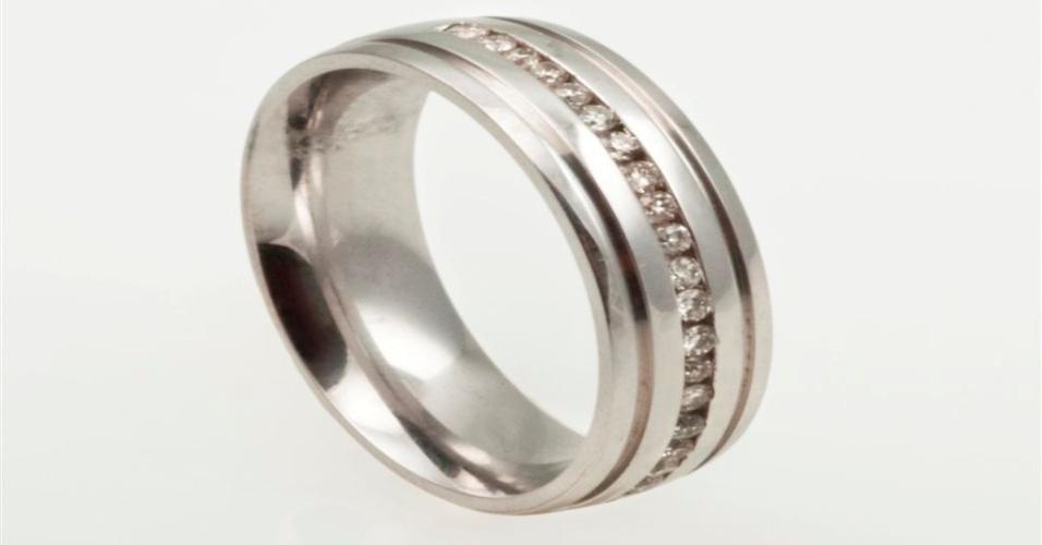 Aliança de noivado em ouro branco com fio de diamantes da joalheria Lydia Dana (www.lydiadana.com.br)