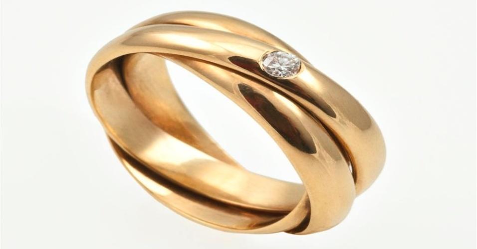 Aliança de noivado entrelaçada em ouro amarelo da joalheria Lydia Dana (www.lydiadana.com.br)