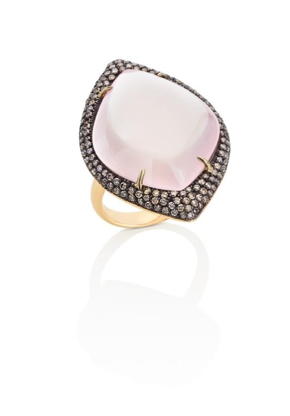 Aliança de noivado em ouro amarelo e com quartzo rosa da Dryzun (www.dryzun.com.br)