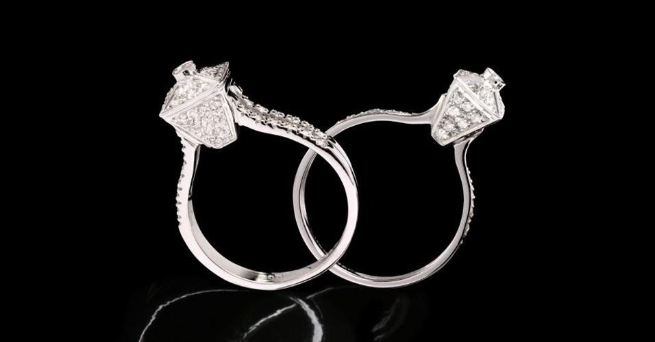 Aliança inspirada em um anel solitário em ouro branco com diamantes, de Guilherme Duque (Tel.: 11 3081-7390)