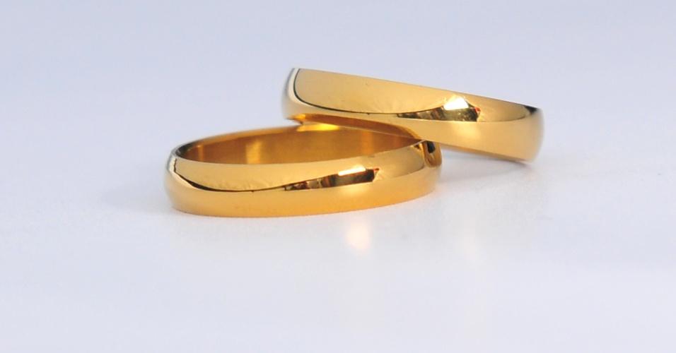 Par de alianças em ouro amarelo polido da joalheria Rosana Chinche (www.rosanachinche.com.br)