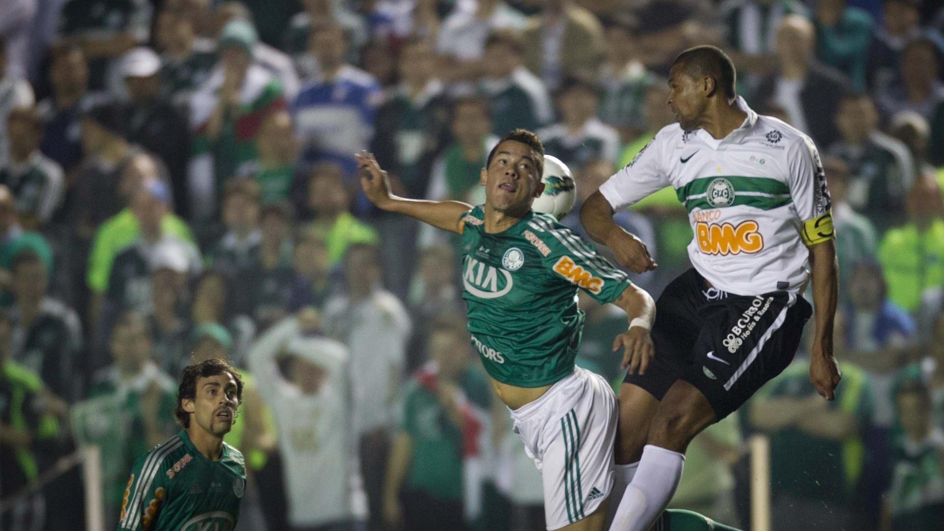 Com a ausência de Barcos, Betinho foi escalado como titular do ataque do Palmeiras contra o Coritiba