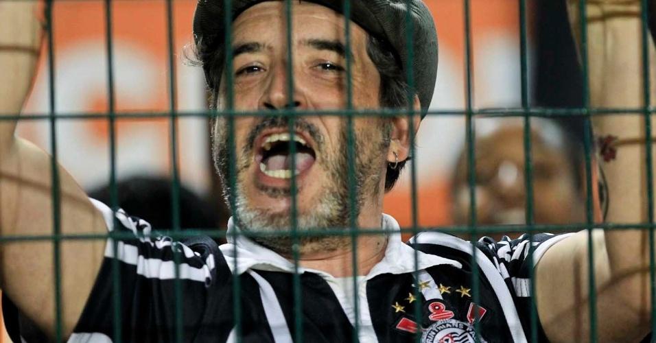 No Pacaembu, corintiano grita na final da Libertadores contra o Boca Juniors