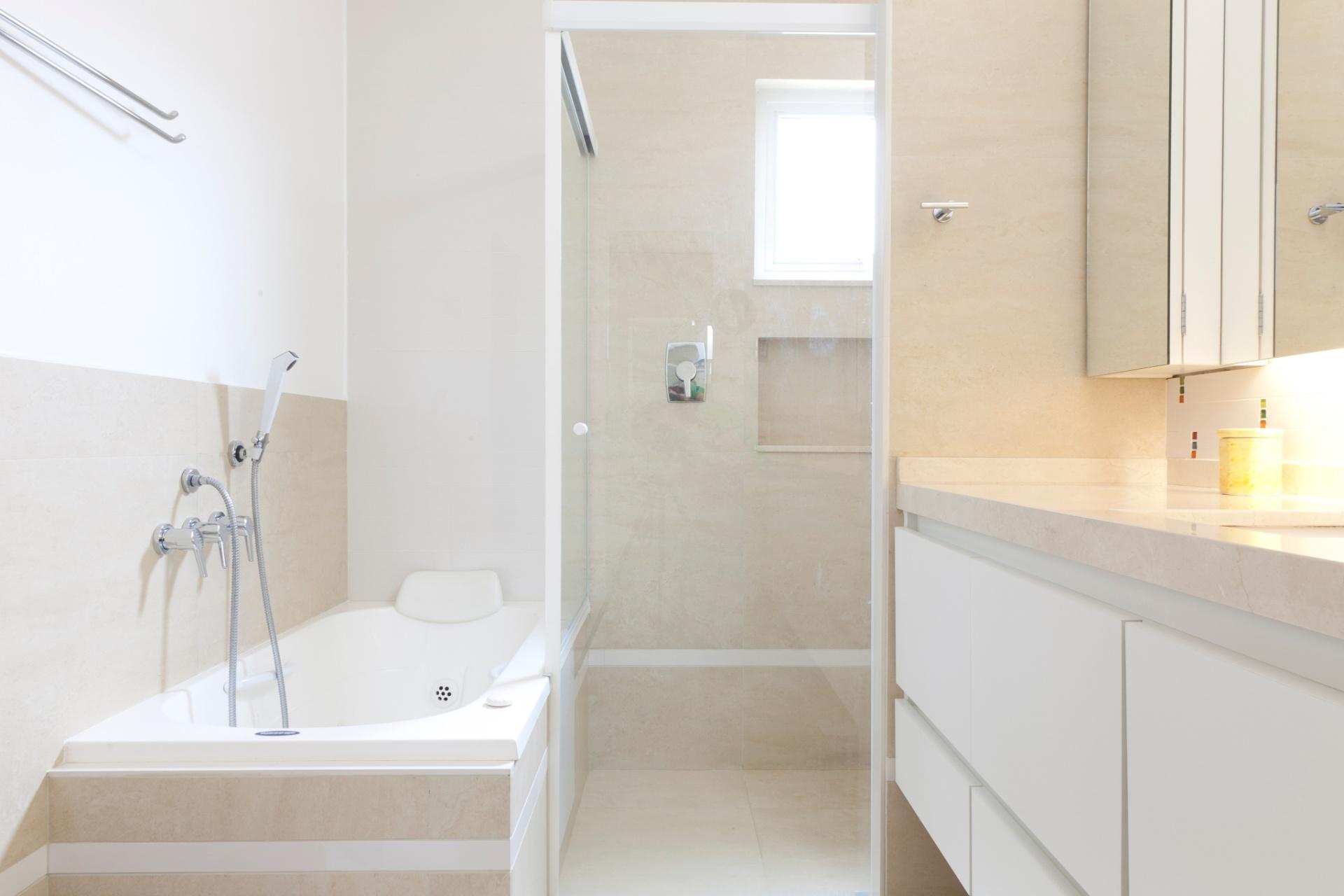 #474316 Banheiro Suite Casal Simples Liusn.com Obtenha uma  1920x1280 px modelo de banheiro simples e pequeno
