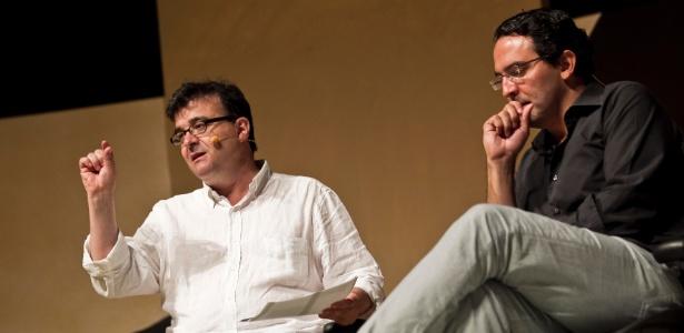 Os escritores Javier Cercas e Juan Gabriel Vasquez durante a Flip 2012 (5/7/12) - Adriano Vizoni/Folhapress