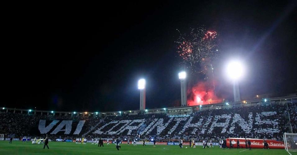 Torcedores do Corinthians recepcionam jogadores com mosaico no Pacaembu