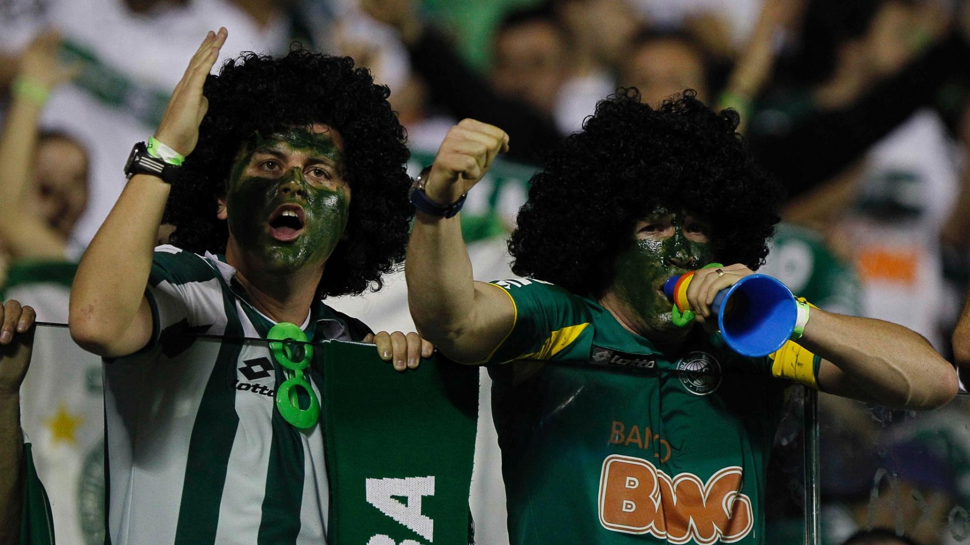 Torcedores do Coritiba marcam presença na Arena Barueri para primeiro jogo da decisão da Copa do Brasil