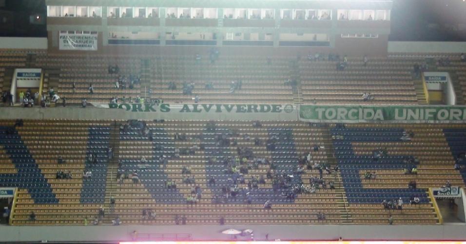 Torcida do Palmeiras começa a entrar na Arena Barueri e se acomodar para a primeira partida da decisão da Copa do Brasil