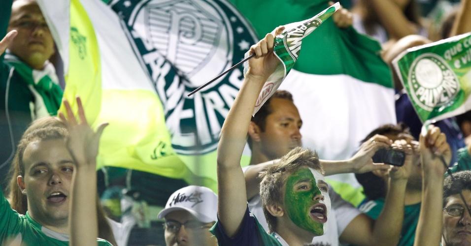 Torcida do Palmeiras incentiva sua equipe na Arena Barueri na final da Copa do Brasil contra o Coritiba