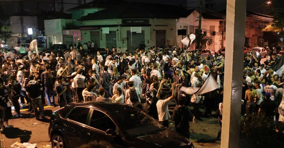 Torcida faz a festa nas ruas de São Paulo após conquista corintiana da Libertadores-2012