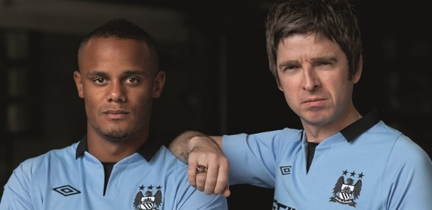 Noel Gallagher ao lado de Vincent Kompany, zagueiro e capitão do City