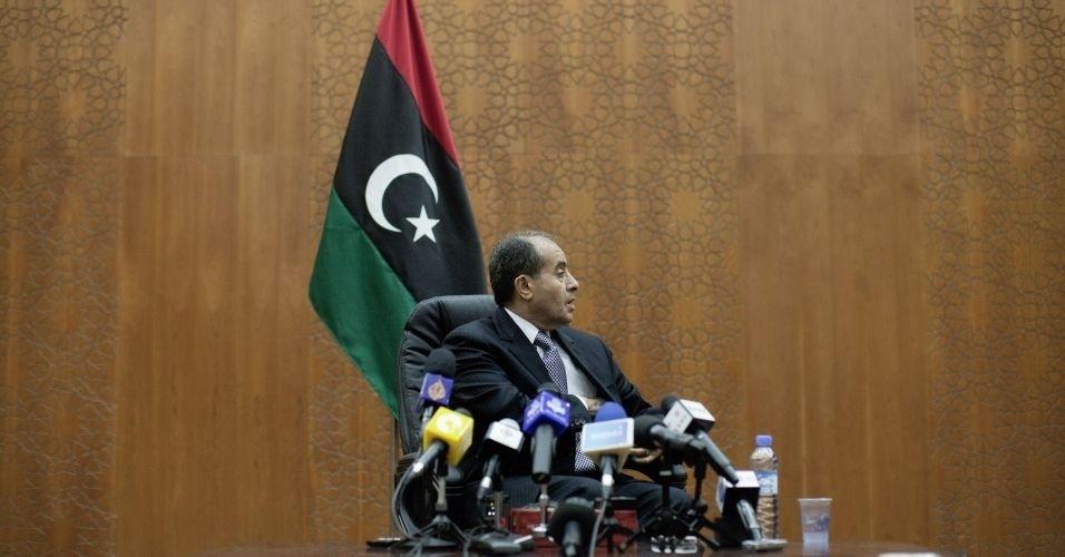 30.out.2011 - O premiê do Conselho Nacional de Transição (CNT) da Líbia, Mahmud Jibril, participa de uma coletiva de imprensa em Trípoli, para falar da ação das milícias em Trípoli e Misrata