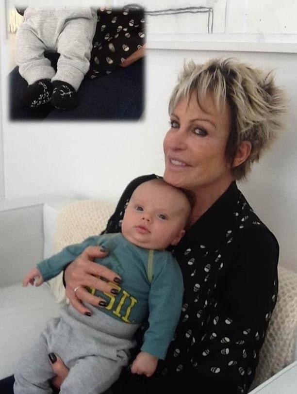 Ana Maria Braga mostra imagem do neto usando sapatinho com estampa de caveira (6/7/2012)