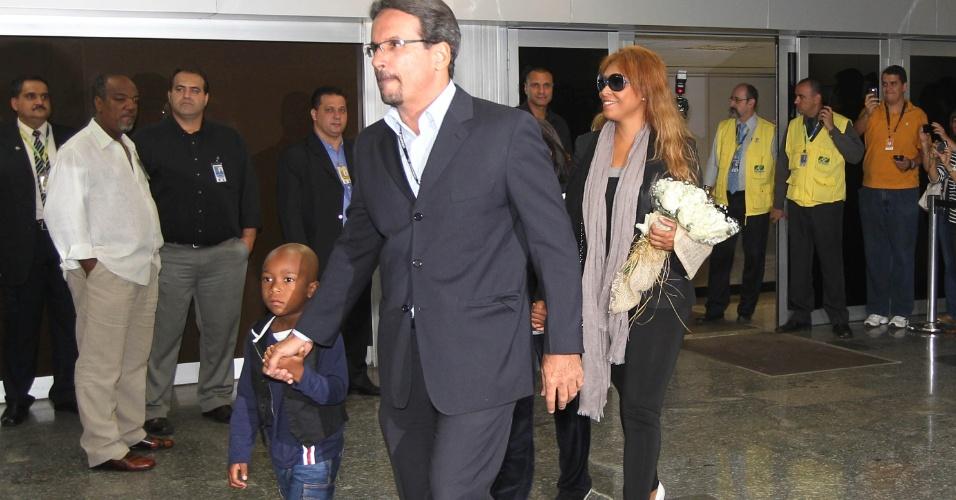 Diretor de marketing do Botafogo acompanha um dos filhos de Seedorf