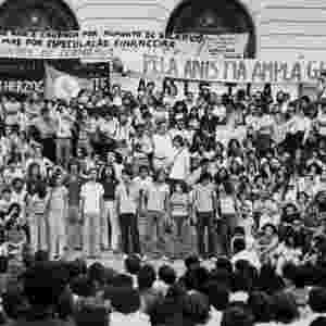 Imagem no acervo do Arquivo Nacional mostra atividade em prol da Lei da Anistia no Rio que contou com a participação de artistas - Reprodução/Robens Valente/Folhapress