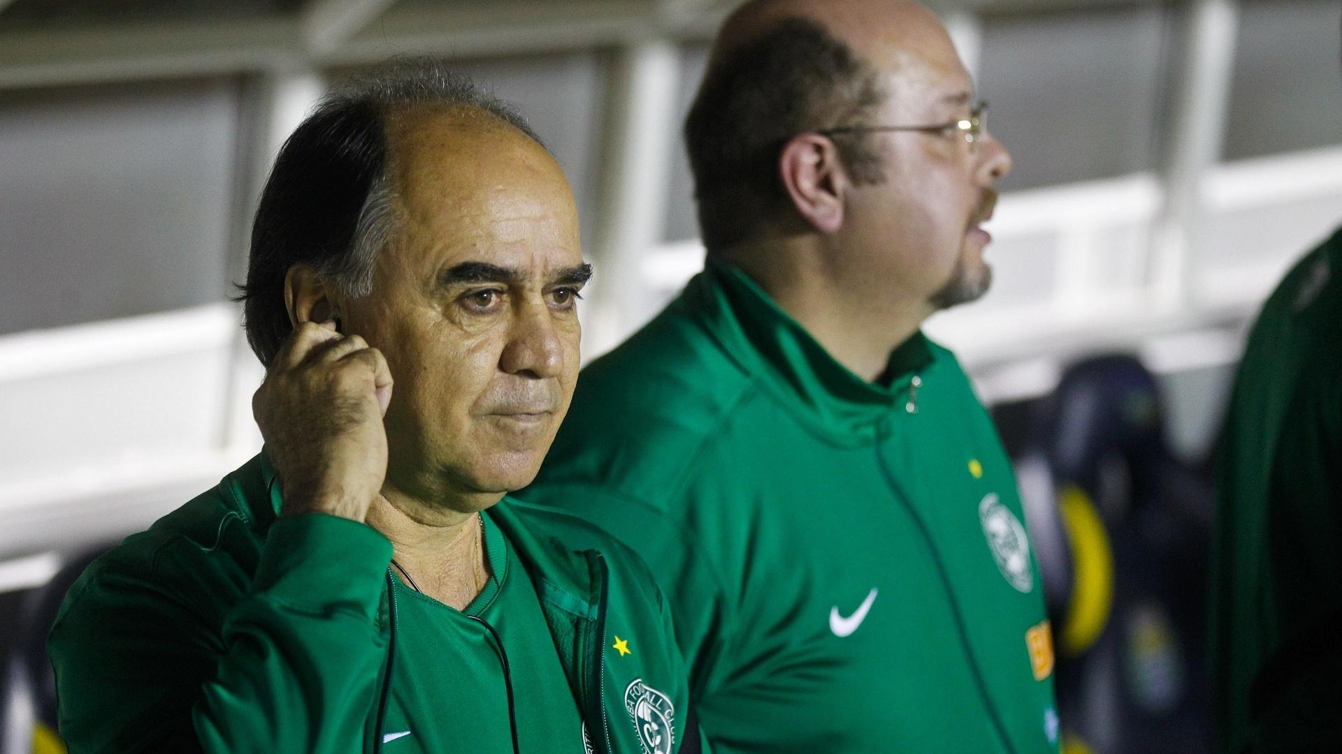 Marcelo Oliveira observa os jogadores do Coritiba durante a decisão da Copa do Brasil contra o Palmeiras