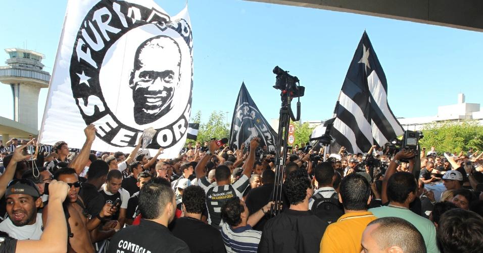 Organizadas do Botafogo marcaram presença na apresentação de Seedorf