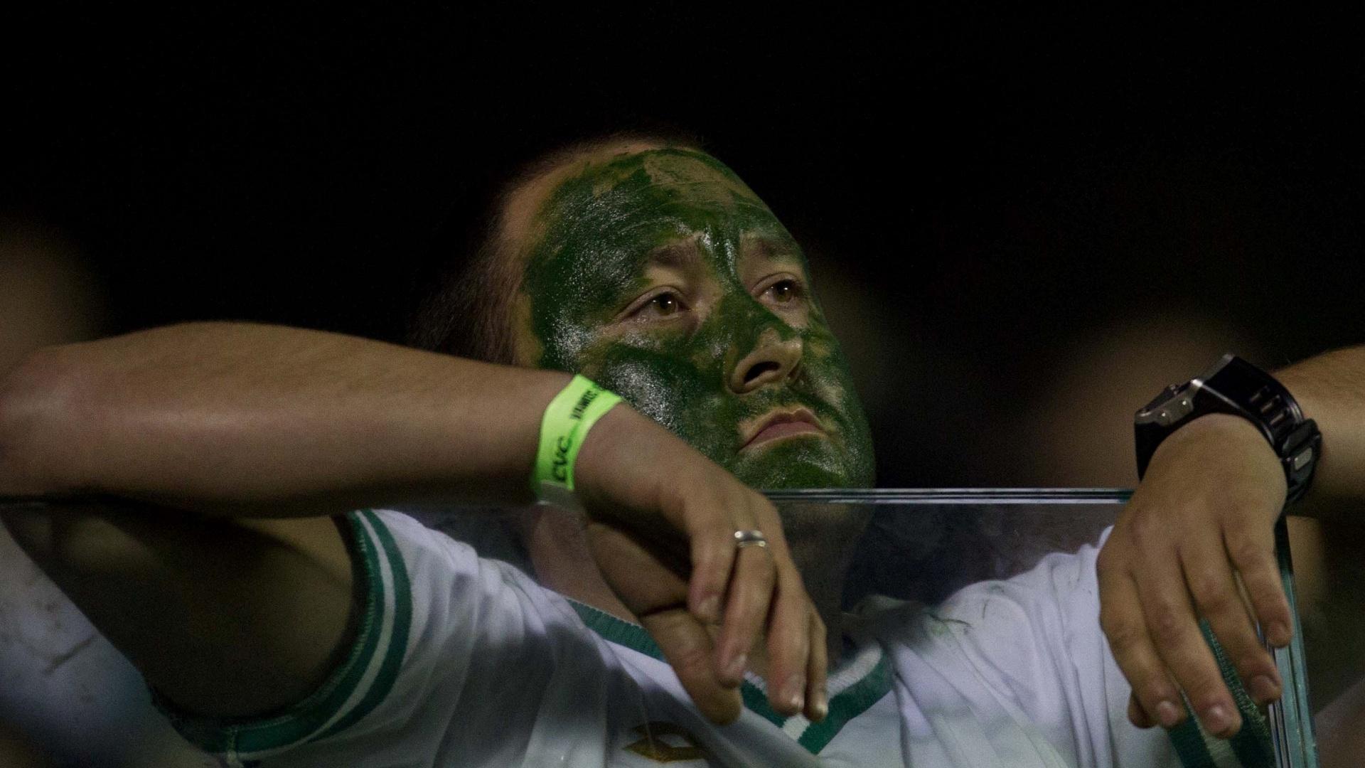 Torcida do Coritiba se desanimou após o Palmeiras marcar o segundo gol na Arena Barueri