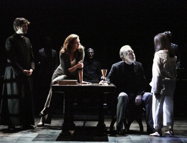 """Cena da versão para o teatro de """"O Exorcista"""", clássico do terror na década de 1970 - AP Photo/Geffen Playhouse, Michael Lamont"""