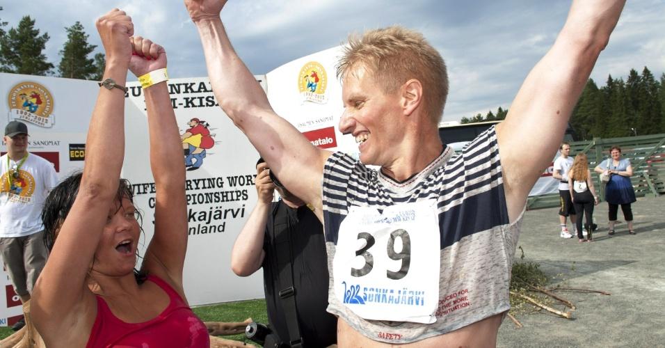 7.jul.2012 - Campeonato Mundial de Carregamento de Mulheres na Finlândia