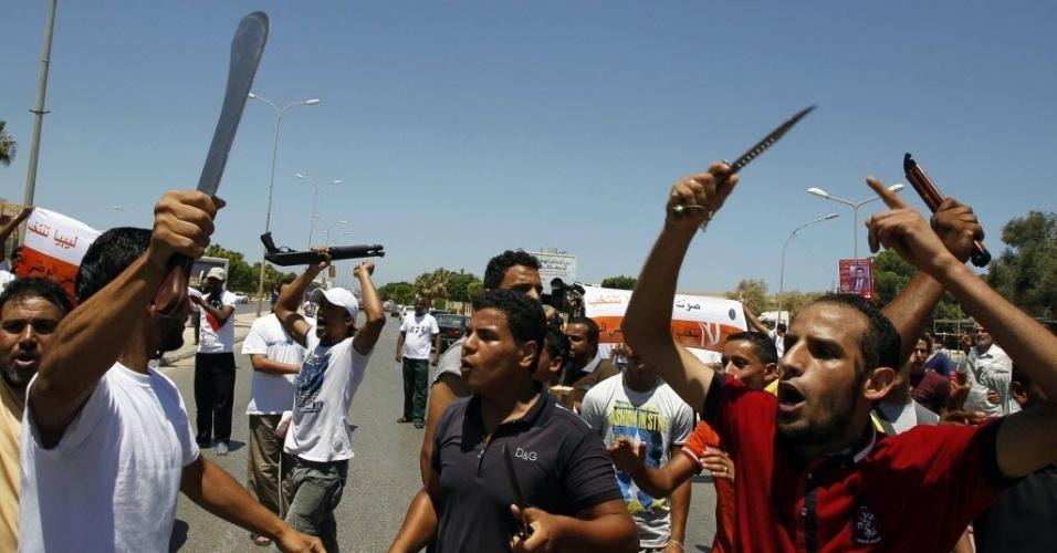 7.jul.2012 - Líbios vão às ruas de Benghazi para protestar e comemorar a eleição que acontece décadas após a ditadura de Muammar Gaddafi