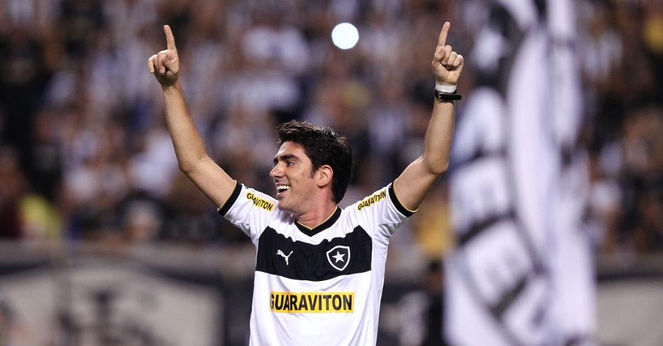 A festa da apresentação de Seedorf no Botafogo teve a participação do comediante Marcelo Adnet
